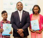 Finance Secretary Rewards SEA Students